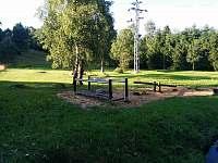 hřiště vzdálené 10 m od chaty - Bedřichov