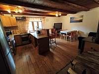 obývací prostor s kuchyní - pronájem chaty Bedřichov