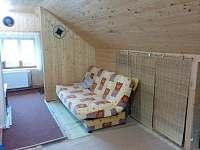 rozkládací gauč v podkroví - chata k pronajmutí Bedřichov