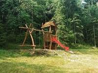 Dětské hřiště, skluzavka, houpačky
