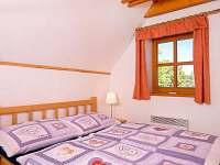 Pokoj Bramberk s manželskou postelí a jedním samostatným lůžkem