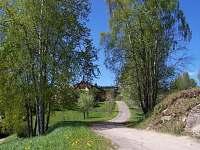 odbočka z Vyšehradské ulice na farmu