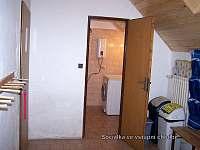 vstupní chodba s wc a pračkou