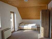 1. ložnice s balkonem (postel 140 cm) - Tanvald