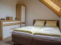 2.ložnice (postel 160 cm) - chalupa k pronajmutí Tanvald