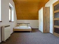 3. ložnice (postel 140 cm) - chalupa k pronájmu Tanvald