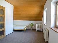 3. ložnice (postel 180 cm + dětská postýlka) - Tanvald