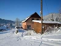Za příznivých sněhových podmínek se dá sjet až k chalupě - Tanvald