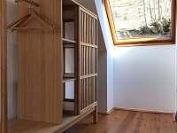 ložnice v patře - chalupa k pronajmutí Tanvald