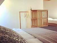 ložnice v patře - chalupa k pronájmu Tanvald