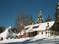 Apartmány Bedřichov -zimní pohled se zahradou