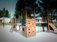 Dětské hřiště-veřejné-200m od chalupy