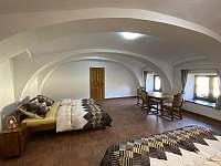 velká ložnice - chalupa k pronajmutí Sviny