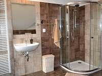 Koupelna v patře - pronájem chalupy Zlukov 124