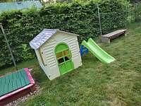 Domeček s klouzačkou - chata k pronajmutí Planá nad Lužnicí