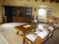 Velký apartmán obývací pokoj - chalupa k pronájmu Holičky