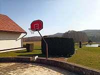 Basketbalový koš - pronájem chalupy Záluží