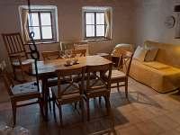 Selský stůl v chaloupce