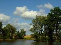 Koupací rybník vzdálen 200m