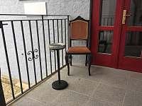 Ubytování - venkovní kuřácký koutek - pronájem apartmánu Nová Bystřice