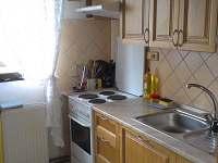 Kuchyň - pronájem chalupy Srlín