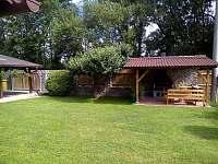Zahradní pergola s grilem - pronájem chalupy Srlín