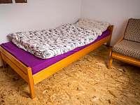 Neprůchozí ložnice číslo 3 s přistýlkou - chata Dehtáře - k pronajmutí Žabovřesky - Dehtáře