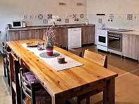 jídelní stůl - chalupa ubytování Žebrákov u Orlíka