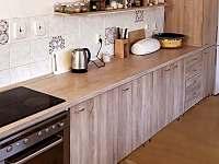 kuchyně - chalupa k pronájmu Žebrákov u Orlíka