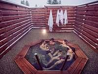 Venkovní Wellness - společný či druhý jen pro ženy - apartmán ubytování Frymburk
