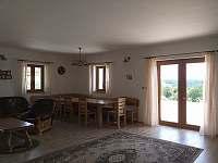 kuchyň s obývacím prostorem - pronájem chalupy Návary