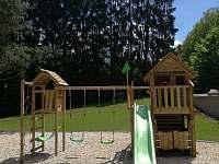 Dětšké hřiště - chata k pronájmu Jistec