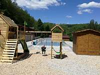 Dětšké hřiště - chata ubytování Jistec