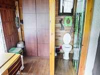 WC, ve verandě