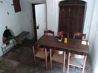 Jídelní stůl - chalupa k pronájmu Stráž nad Nežárkou