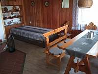 Obývací pokoj s postelí