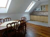 obývák + kuchyň podkroví - Vícemil