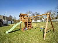 Dětské hřiště na zadní zahradě - apartmán k pronájmu Stráž nad Nežárkou - Dvorce