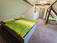 Větší ložnice pro tři - apartmán ubytování Stráž nad Nežárkou - Dvorce