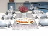 jídelní stůl - Martinice