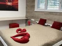 Červená ložnice - pronájem chalupy Chlum u Třeboně