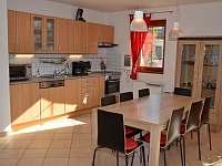 obývací kuchyň - vila k pronájmu Lipno nad Vltavou