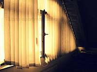 Apartmán Bakarloko Eli - ložnice okno - Lipno nad Vltavou