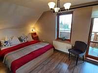 ložnice s manželskou postelí - chalupa k pronájmu Pištín