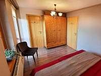 ložnice s manželskou postelí - chalupa k pronajmutí Pištín