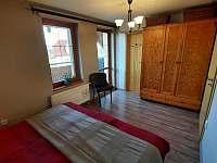 ložnice s manželskou postelí - pronájem chalupy Pištín