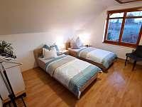 pokoj s dvěmi postelemi - chalupa k pronájmu Pištín