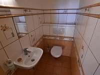 toaleta v přízemí - chalupa ubytování Pištín