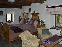 Královský pokoj v patře 2 lůžkový- objekt 1 - pronájem chalupy Brloh - Kovářov