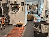 Kuchyně - objekt 2 - chalupa k pronájmu Brloh - Kovářov